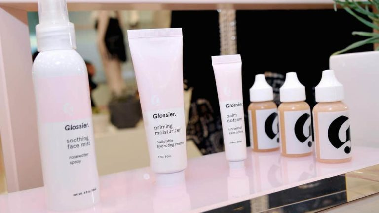 BEAUTY BRAND GLOSSIER TO OPEN POP-UP STORE IN LONDON